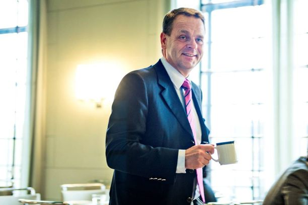 Kokoomuksen johtajuuden uskotaan kiinnostavan myös Euroopan investointipankkiin siirtynyttä Jan Vapaavuorta.