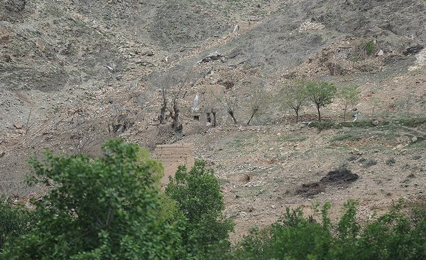 Kuvassa näkyy tuhoutuneen luolan suuaukkoja.