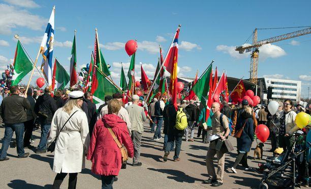 Perinteinen SAK:n vappumarssi järjestetään Helsingissä tänäkin vuonna. Kuva vuoden 2016 marssilta.