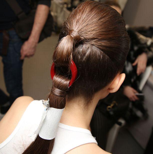 Dior esitteli jännittävät hiuskorut Haute Couture -mallistonsa näytöksessä.