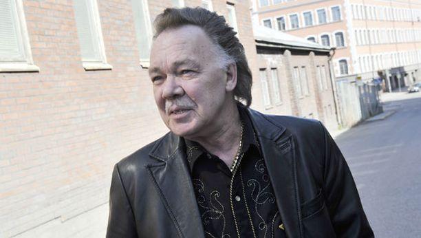 Kari Tapion uusi levy sisältää keikoilta tuttuja lauluja.