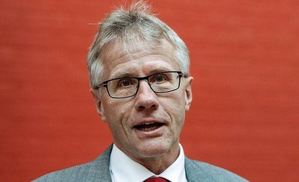 Korkeimman hallinto-oikeuden (KHO) päätös Rääkkylän kunnan pakkoliitoksen kumoamisesta yllätti Kuntaliiton lakiasiain johtajan Arto Sulosen.