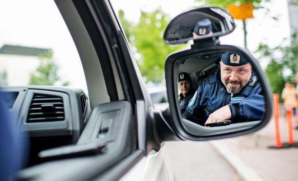 Helsinkiin saapuu presidenttien tapaamisen ajaksi poliiseja kaikkialta Suomesta. Kuvituskuva.