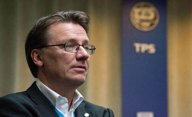 Mika Laurikainen yrittää nostaa TPS:n Veikkausliigaan.