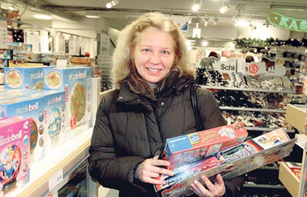 Liika on liikaa. Irina Morozova löysi kummipojalleen hyvät lahjat, vaikka pysyi viidenkymmenen euron budjetissaan.