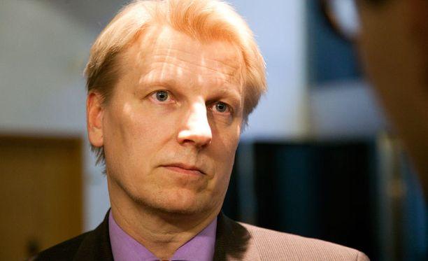 Kimmo Tiilikainen ei ole tyytyväinen Alexander Stubbin kommentointiin.