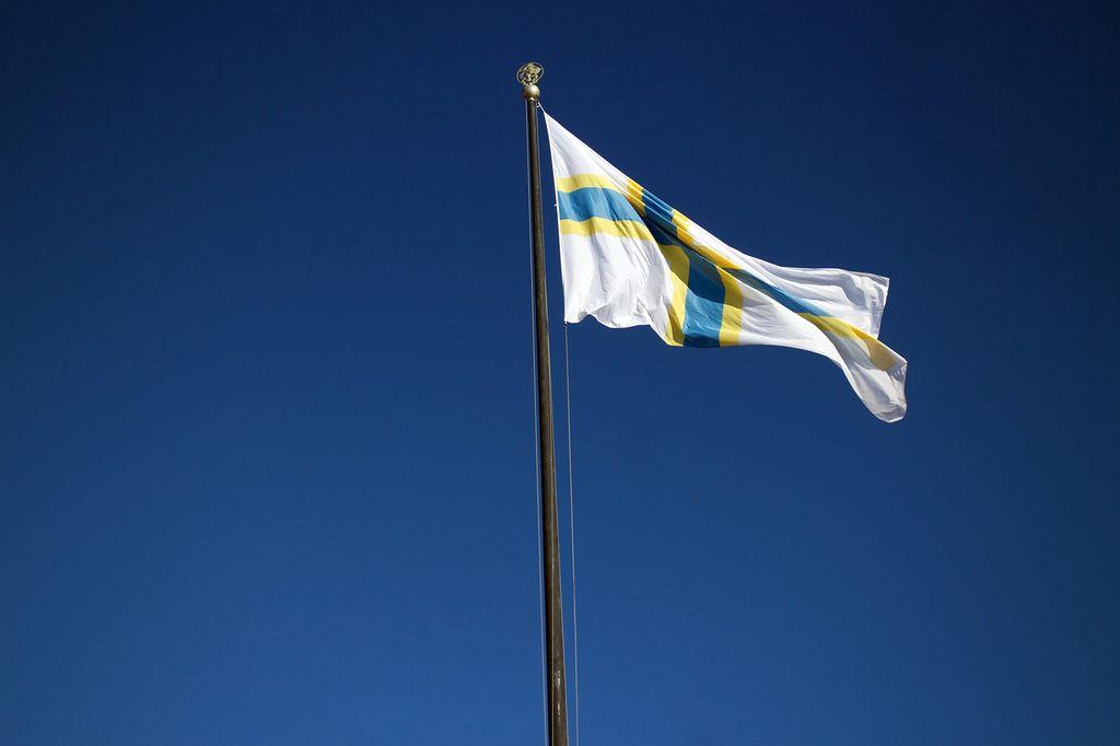 Ruotsinsuomalaisten lippu salossa Göteborgissa.