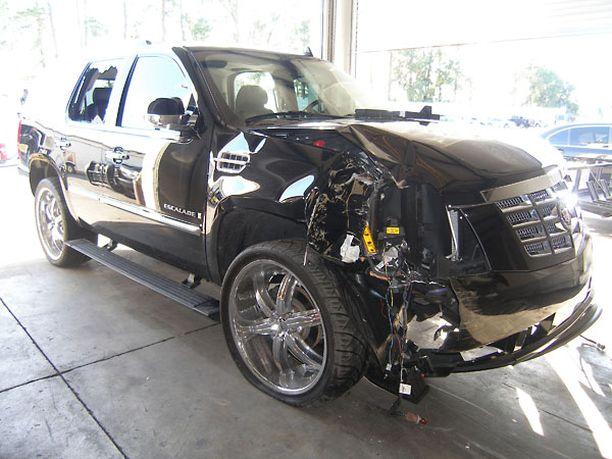 Tigerin auto romuttui pahoin kolarissa.