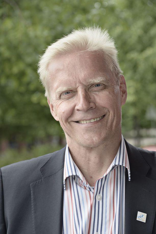Ex-kilpaurheilija ja -kansanedustaja Arto Bryggarekin saa sopeutumiseläkettä.