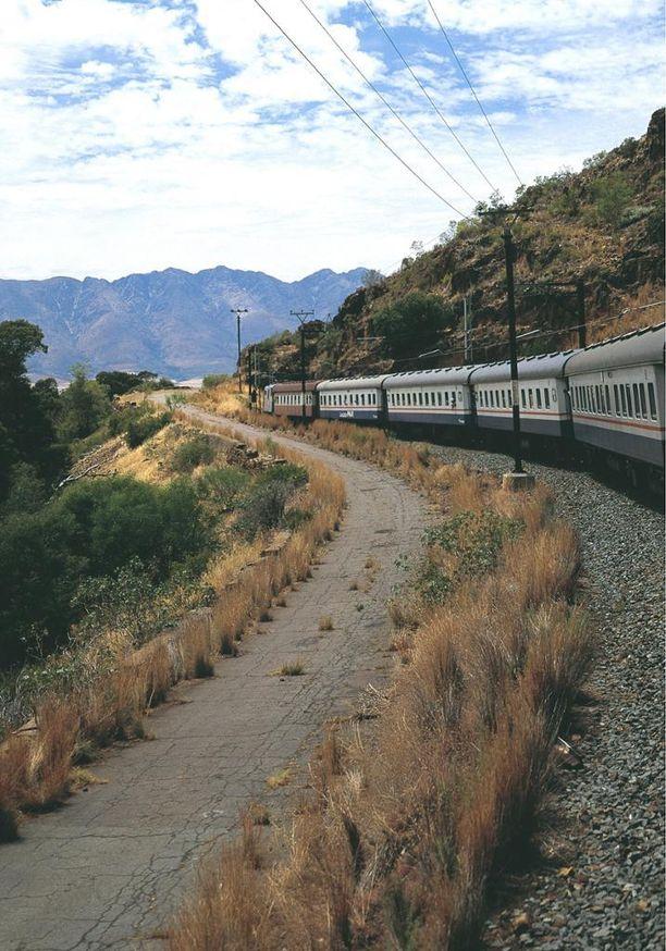 Etelä-Afrikan maisemiin voi tutustua junan kyydissä.