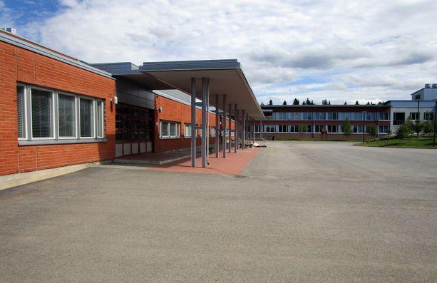 Kontiolahden kunnan kaikki 7.-9. luokkalaiset opiskelevat Kontiolahden koulussa.