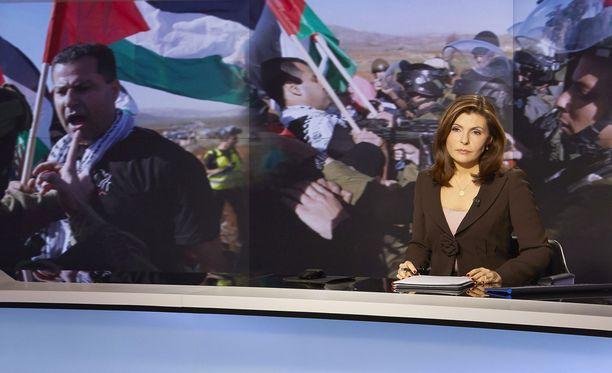 Aluksi Al-Jazeera täytti lupauksensa antaa katsojilleen erilaisia näkökulmia. Kuherruskuukautta kesti kuitenkin vain 5 vuotta.