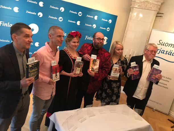 Kaunokirjallisuuden Finlandiasta kisaavat tänä vuonna Olli Jalonen, Jari Järvelä, Katja Kettu, J. P. Mäkelä, Pauliina Rauhala sekä Lars Sund.