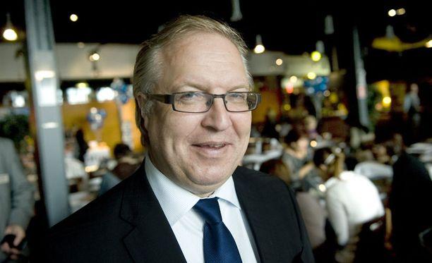 Akavan puheenjohtaja Sture Fjäder toivoo uuden presidentin puuttuvan ylilyönteihin.
