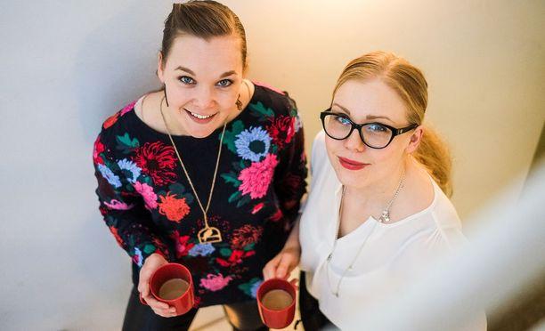 Hanne-Mari Miskala (vas.) ja Katja Asikainen Aava & Bang Oy:ssä.