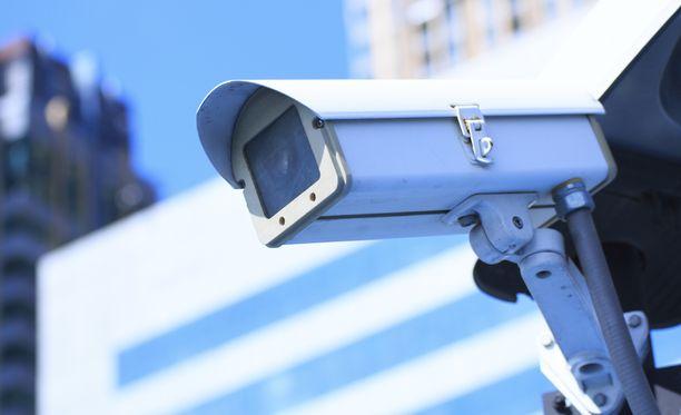 Kamera ilmoittaa mahdollisesta aseesta automaattisesti poliisille. Kuvituskuva.