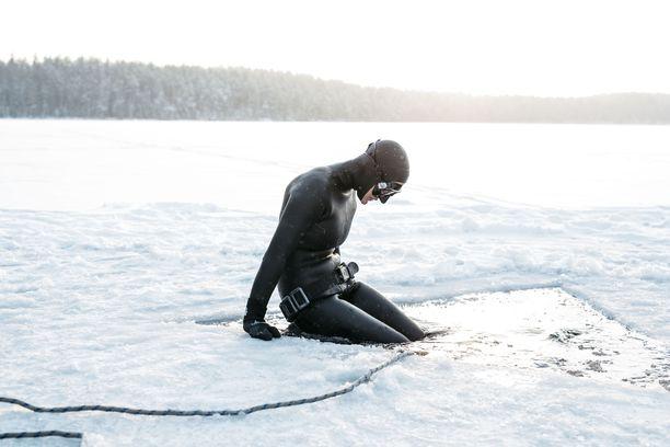 Suomen vesistöt ovat yksiä parhaimpia maailmassa, Johanna haluaa kuvillaan viestiä.