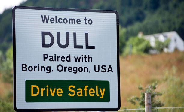 Tylsien liitto: Dull ja Boring ovat solmineet ystävyyssopimuksen.