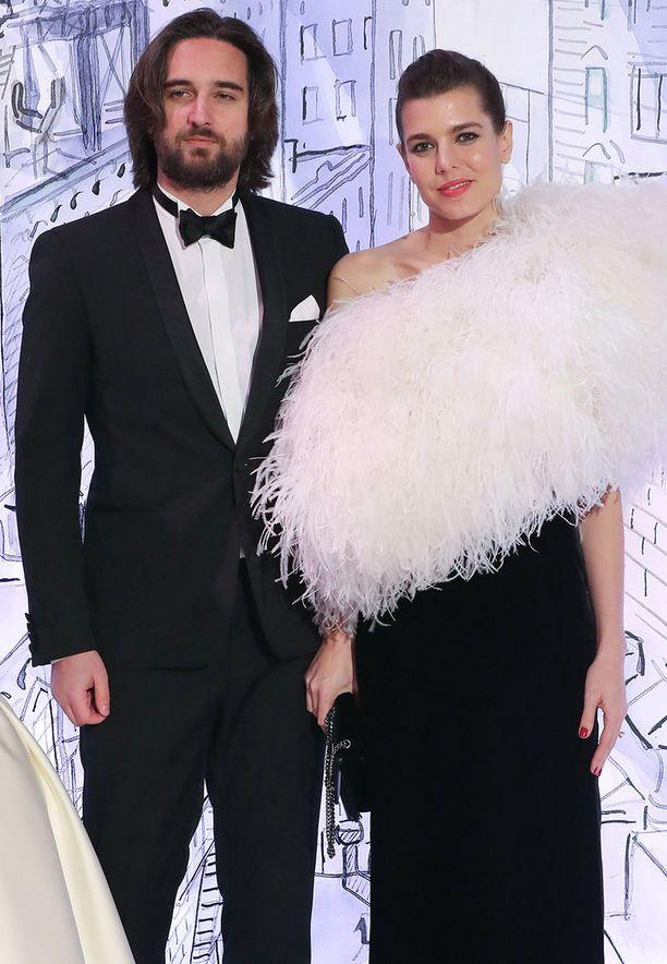 Dimitri Rassan ja Charlotte Casiraghi poseerasivat eilen Monte Carlossa järjestetyssä Rose Ball -gaalassa.