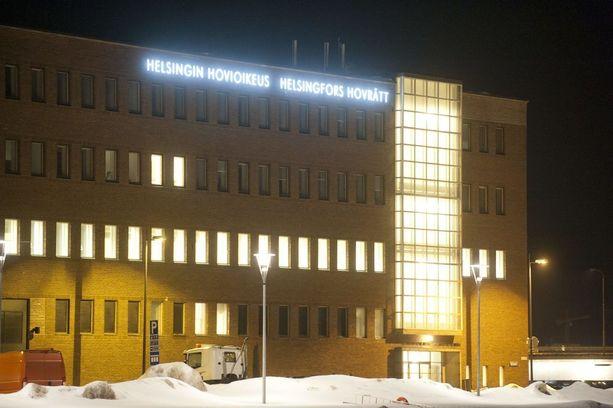 Helsingin käräjäoikeus alitti rangaistusasteikon ja tuomitsi lapsen hyväksikäytöstä 90 päiväsakkoa. Hovioikeus kovensi tuomion viiden kuukauden ehdolliseksi vankeudeksi.