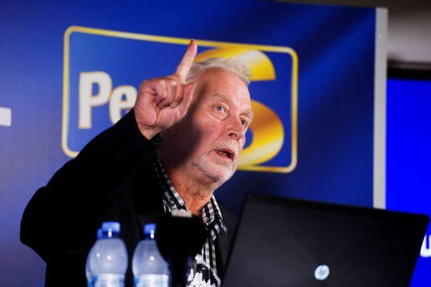 """Perussuomalaisten """"työmies"""" Matti Putkonen lähetti puolueen kunnanvaltuutetuille pitkän kirjeen, jossa hän opastaa puolueväkeä vastaamaan oikein tuulivoima-aiheisiin kysymyksiin."""