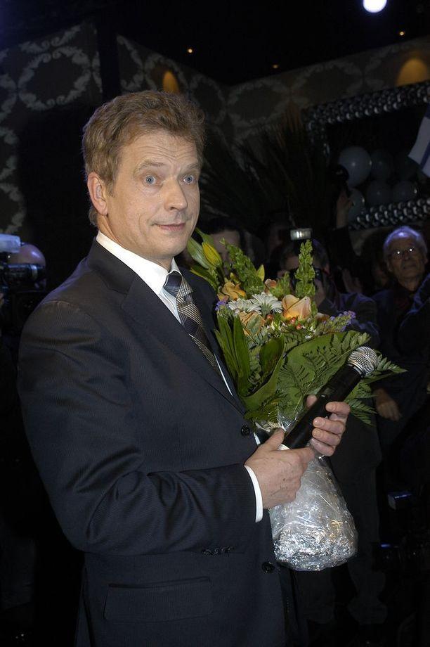 2006 Niinistö selvisi presidentinvaaleissa toiselle kierrokselle. Hän lähti kisaan kokoomuksen ehdokkaana. Tuolloin vaalivoiton vei toiselle kaudelle valittu Tarja Halonen 51,8 prosentin ääniosuudella. Niinistö sai äänistä 48,2 prosenttia.