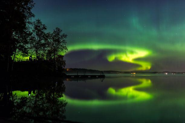 Tältä näyttivät revontulet Espoon Bodominjärvellä.