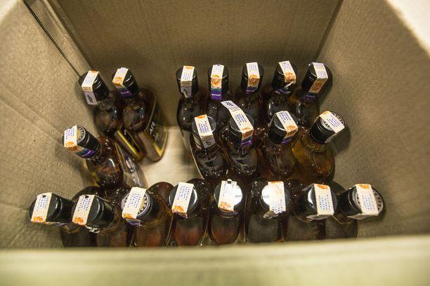Useita pulloja on takavarikoitu.