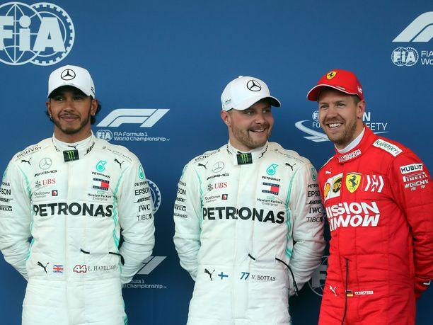 Lewis Hamilton ja Valtteri Bottas olivat aika-ajoissa Sebastian Vetteliä ovelampia ja nopeampia.