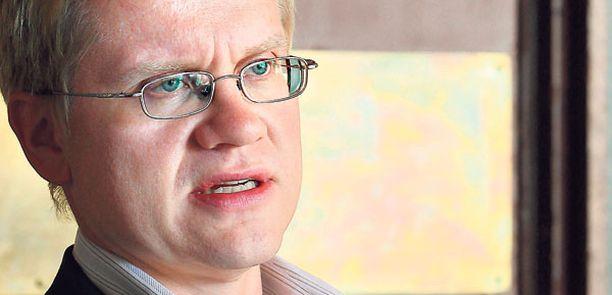 TAUSTATUKEA Demareiden puoluesihteeri Ari Korhonen on vakuuttunut, että kansanedustaja Ilkka Kanerva (kok) ei ole puuttunut väärällä tavalla Varsinais-Suomen kaavoituskuvioihin.