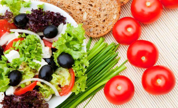 Ruokavalioon kannattaa lisätä rutkasti kasviksia.