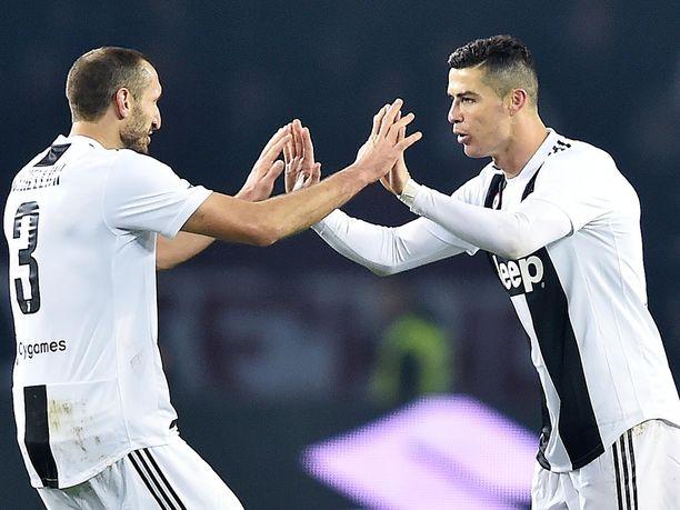 Cristiano Ronaldo (oikealla) teki Juventuksen voittomaalin ottelussa Torinoa vastaan.