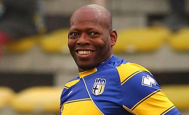 Faustino Asprillan hymy ei ole hyytynyt pelivuosien jälkeenkään.
