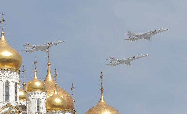 Ruotsin ilmavoimat tunnisti venäläiskoneet TU-22-pommikoneiksi. Kuvassa vastaavia koneita Pietarissa.