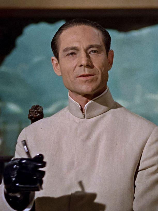 Ensimmäisen Bond-elokuvan vihollinen on Dr. No, jota esitti Joseph Wiseman (1918-2009).