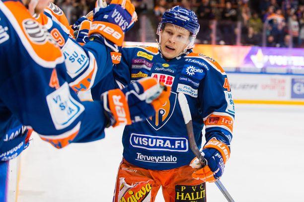 Jan-Mikael Järvinen nakutti kolme syöttöpistettä Tapparan avausvoitossa.