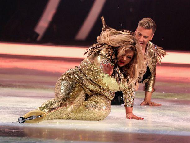 Gemma Collins ja Matt Evers esittivät vauhdikkaan avausnumeron.