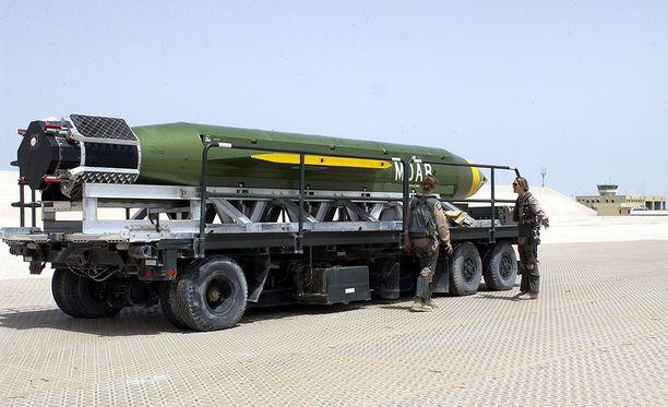 GRU-43 MOAB on yli 10 000 kilon painoinen GPS-ohjautuva pommi.