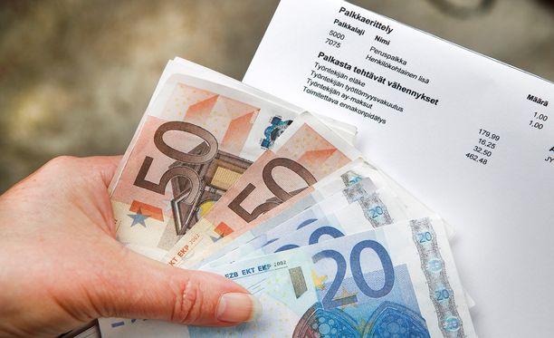 Kotimaassa muun muassa tulevat palkkaneuvottelut työmarkkinajärjestöjen välillä tuovat mukanaan epävarmuutta.