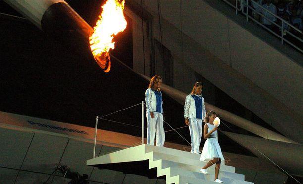 Ennen kuin Foteini Leonidopoulou puhalsi olympiatulen sammuksiin, hän sytytti tulella soihdun, joka lähti kulkemaan Pekingiä kohti.
