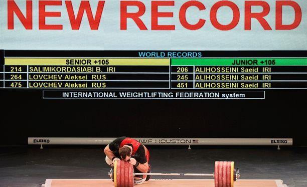 Aleksei Lovtshev piti hetken aikaa maailmanennätyksiä hallussaan.