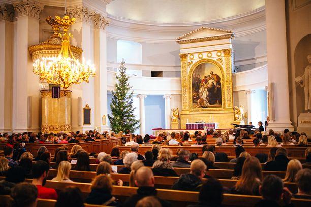 Kauneimmat joululaulut keräävät kirkot täyteen laulajia. Tapahtumia järjestetään joulun alla lukuisia.