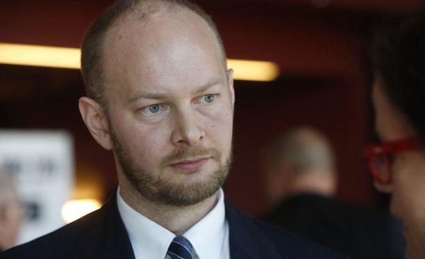 Eurooppa-, kulttuuri- ja urheiluministeri Sampo Terhon mielestä Suomessa pitäisi selvittää lainsäädännön keinoja radikaalin islamin kitkemiseksi.