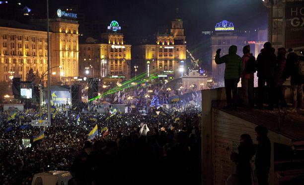 Mielenosoitukset Kiovassa ovat jatkuneet jo kolme viikkoa.