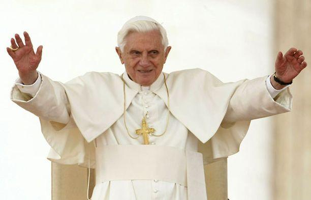 Paavin väitetään suojelleen pedofiilipappia.