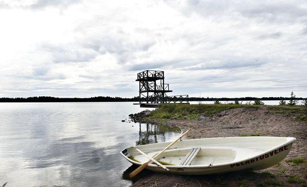Iso osa hukkumistapauksista sattuu uidessa tai vesiliikenteessä. Kuvituskuva on Köyliöstä Yttilän Ottan uimarannalta vuodelta 2016.