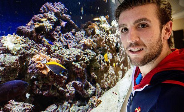 Ryan Gunderson liikkuu KHL-kaukaloissa yhtä sulavasti kuin eksoottiset kalat hotelli Vegan akvaariossa.
