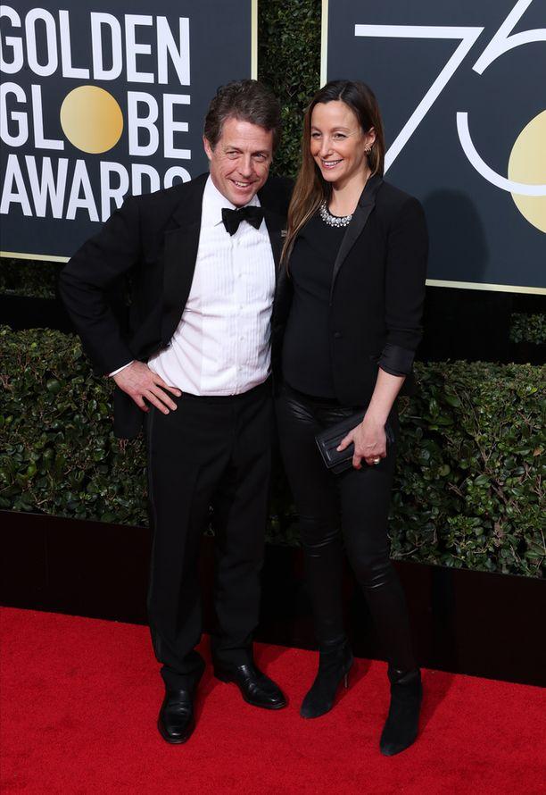 Hugh Grant ja Anna Eberstein osallistuivat Golden Globe -gaalaan.