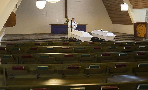 Vantaan Honkanummen hautausmaan siunauskappelissa järjestetään torstaisin yksinäisten ihmisten hauatajaistilaisuuksia.
