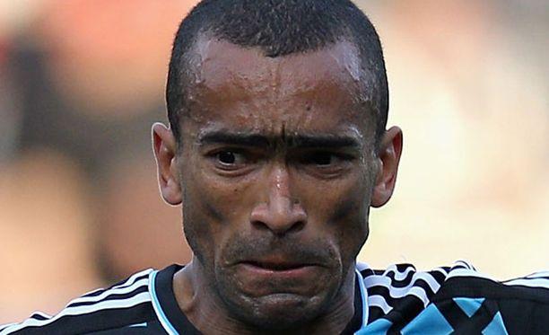 José Bosingwa ei suostu pelaamaan Paulo Benton alaisuudessa.